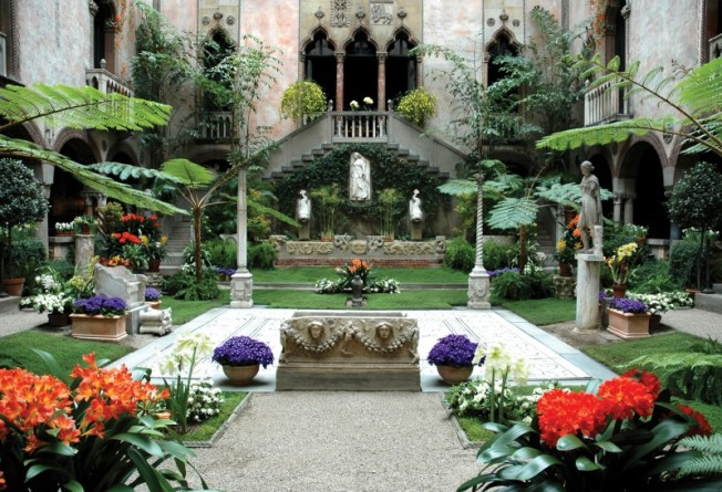 Garner museum courtyard