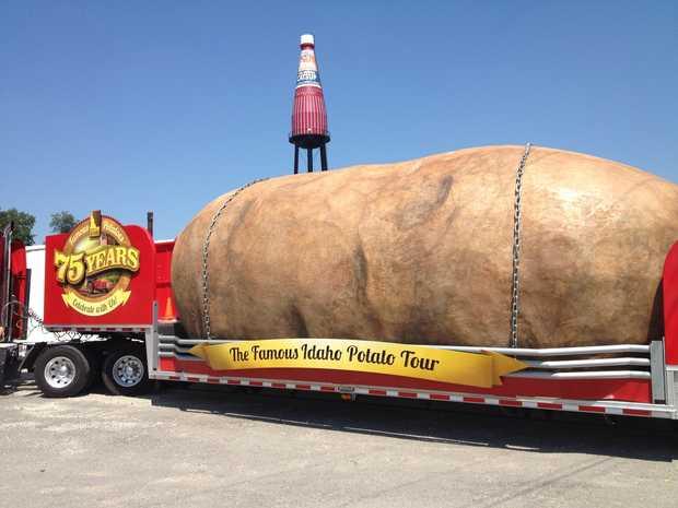 Idaho's Giant Potato at Collinsville's Giant Catsup Bottle